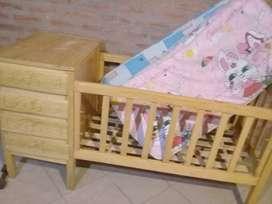 Cuna de bebe. De madera con cajones