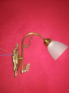 VENDO LAMPARA DE PARED NUEVA BRONCE MACIZO MEDIDAS 27 cm alto por 32 cm ancho