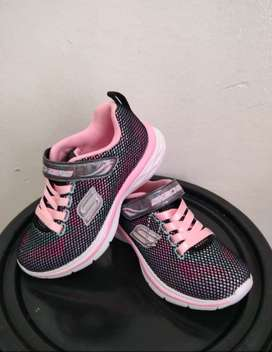Vendo tennis skechers