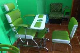 Se vende silla de pedicure con esmaltero