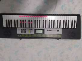 Piano Casio modelo LK-135