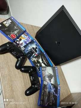 Playstation 4 pro de 1 TB de almacenamiento como nueva