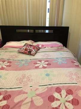 Se venden dos juegos de cama cada una con sus colchon plaza y media