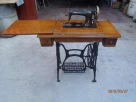 maquina de coser tipo singer muy buena impecable mueble