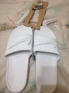 Sandalias Nike Blancas