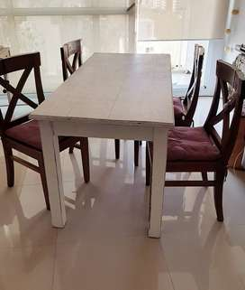 Mesa + 4 sillas estilo nórdico