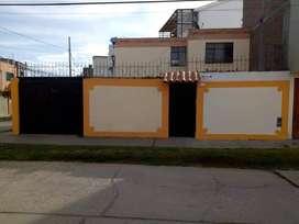 alquilo casa de dos plantas en urbanizacion San Antonio
