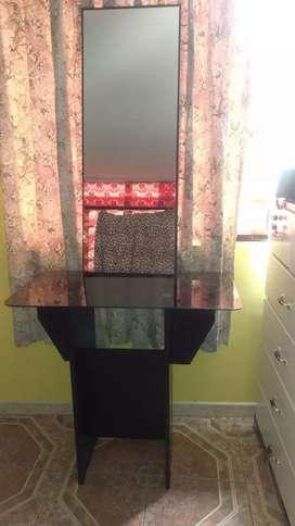 Mesa + espejo en buen estado