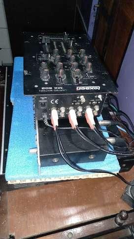 Vendo equipo de música. Potencia mesckadora ecualizador y 4 parlantes escucho ofertas rasonables