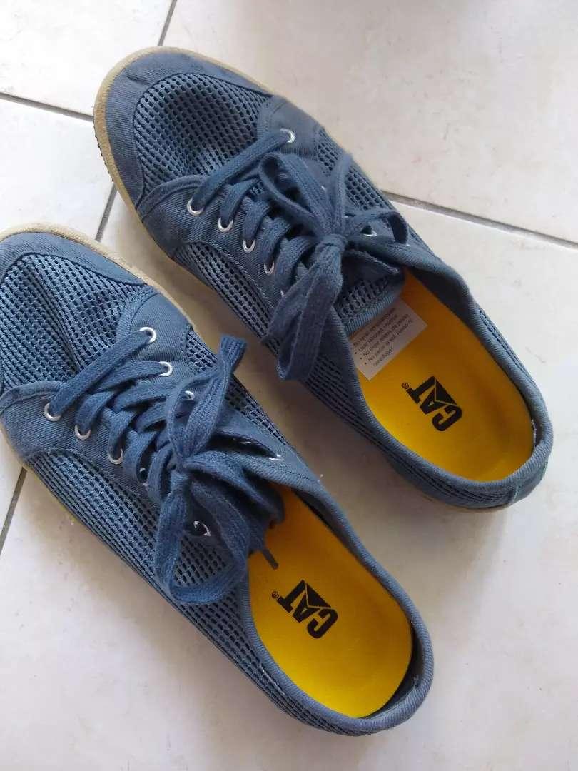 Zapatillas Cat nro. 42. Casi nuevas 0