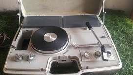 TOCADISCOS CON RADIO DE LOS AÑOS 70 - FUNCIONANDO