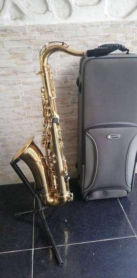Saxofon Tenor Jupiter JTS 500 con estuche, dos meses de uso