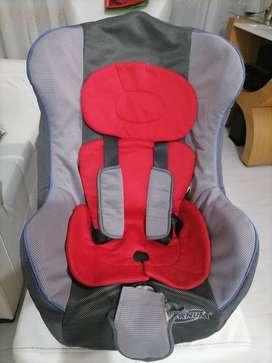 Se vende silla de bebé para vehículo