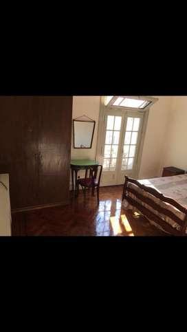 Alq hab baño priv y balcon monserrat/constitucion