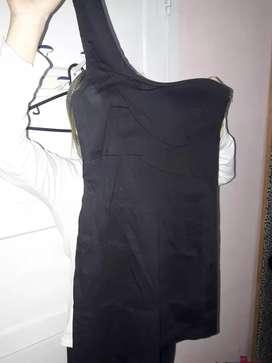 Vestido negro de una sola manga