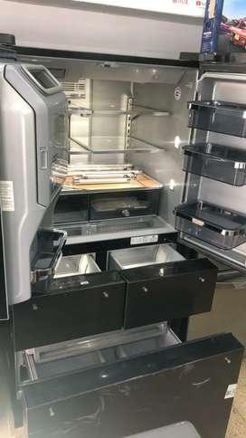 Nevecon 5 puertas kitchenaid acero negro de 731 litros de saldo llegó por empaque garantía de 1 año