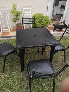 Mesa mascardi reforzada y 4 sillas reforzadas especial para negocio