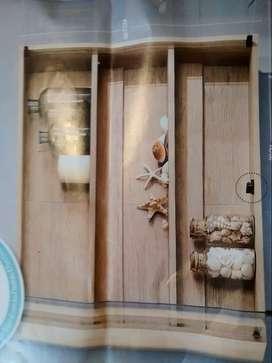 Vitrina para baño con puertas de vidrio