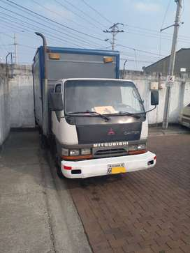 Camión Mitsubishi Canter 3.5 toneladas, excelente estado.