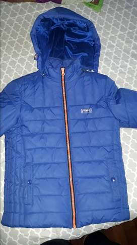CAMPERA IMPERMEABLE. EXCELENTE ESTADO