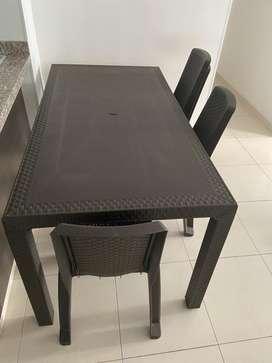 Mesa rectangular Rimax con sillas