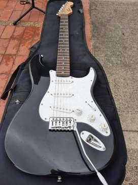 Guitarra electrica Squier Fender original stratocaster, como nueva