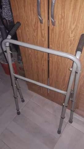 Andador ortopedico plegable..
