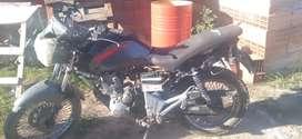 Vendo fea de estética acomodar luces y el acelerador la moto anda
