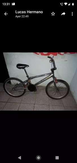 Bici similar a profesional gira rueda delantera y manubrio,frenos con rotacion,rueda y cubierta trasera nueva,