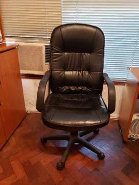 Sillon y sillas de escritorio