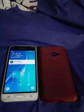 Samsung j1 doble sim todo ful esta en excelente estado
