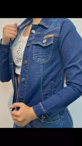 Blusas y chaquetas para dama