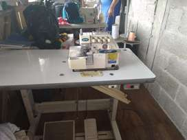 En una máquina de coser overlock