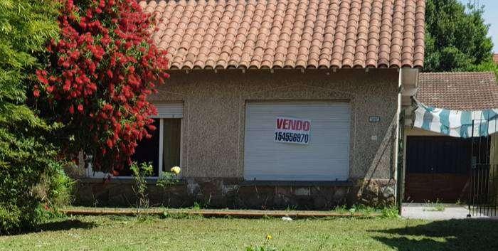 Chalet Barrio San Carlos - lote 10 x 43 - 2 dorm - 140.000 dolares 0
