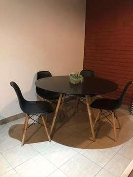 Mesa y sillas Eames