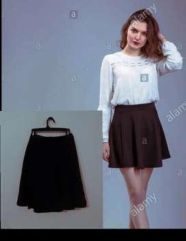 Hermosa  falda negra a la moda
