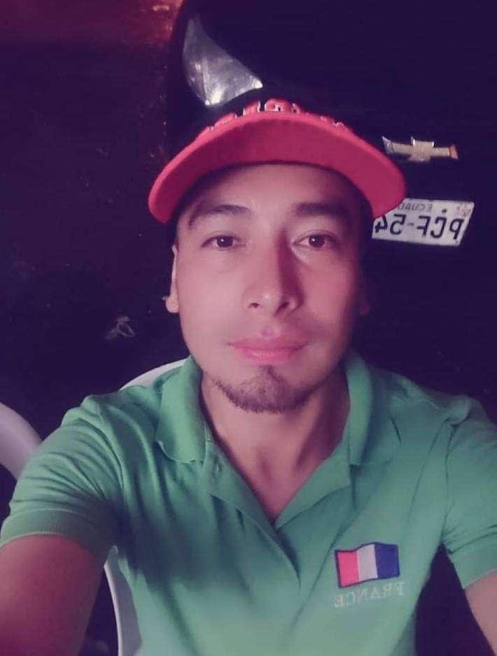 Busco empleo vivo al sur de Quito 0