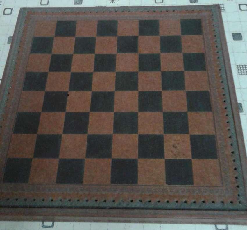 Juego de ajedrez y damas 0
