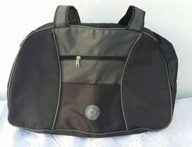 bolso color negro tipo maletin