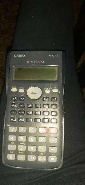 Calculadora científica modelo fx82ms