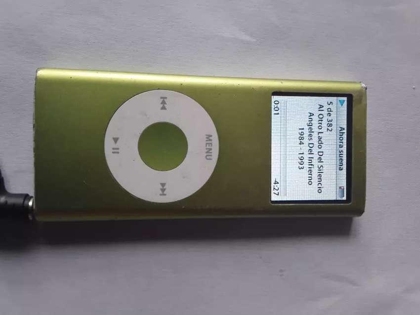 Ipod Nano 2 gigas color verde cargador y audífonos buen estado 0