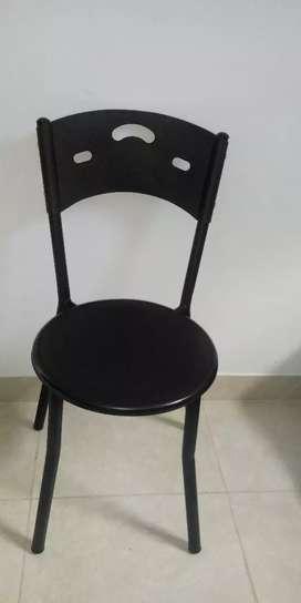 Juego de mesa y sillas metalicas