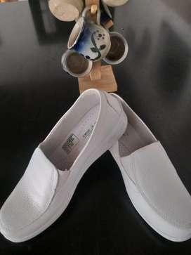 Zapatos de Enfermeria Talla 37 Nuevos