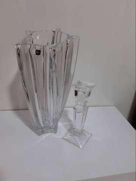 vendo florero de cristal y candelabro