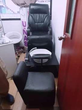 sillón para pedícure nuevo de oportunidad, mas lavabo, puerta de vidrio y letrero de uñas