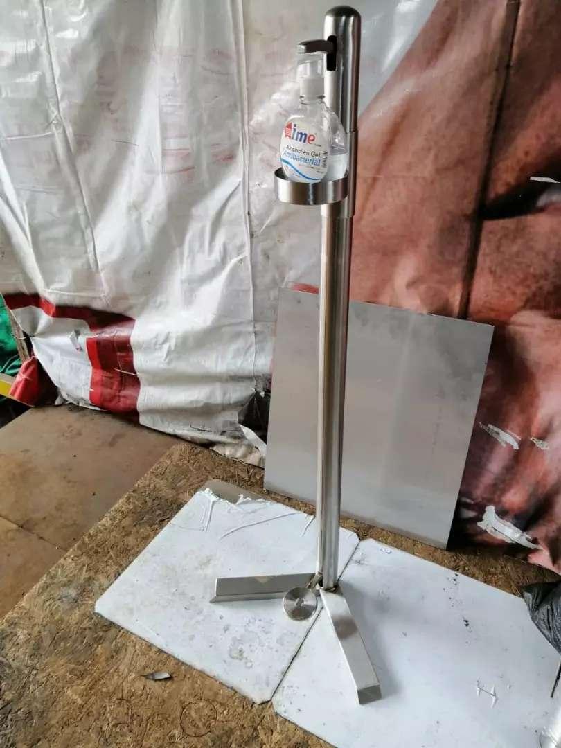 Dispensador para gel a pedal en acero inox. 0