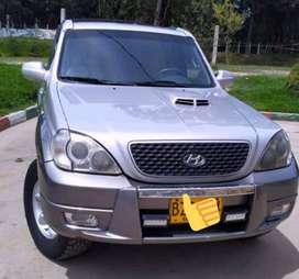 Vendo camioneta  Hyundai Terracan 7 puestos diesel modelo 2007 4*4 full equipo