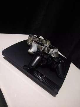 SE VENDE PS3 DE 750 GB