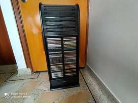 Vendo mueble torre para 90 CD en perfecto estado.