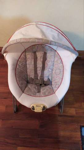 Silla de bebé color crema